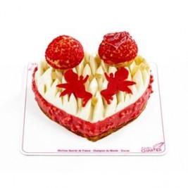 #LOVEisintheAir 💕 Le SAINT-HONORÉ de la #SaintValentin ❤️ Compotée fruit de la Passion, ganache montée Vanille Gingembre, choux Framboises sur un feuilletage croustillant. Il sera disponible à partir du vendredi 14 Février. Prudent de le réserver  Nos créations pour la #SaintValentin 💕 sont en boutique. N'oubliez pas votre Valentin(e) le #14Février #AlainChartier #Vannes #cadeauchocolat #Valentin #Valentine #AmourChocolat #Mof #MofGlacier #ChampionduMondelaGlace #RelaisDesserts #pastrychef #IceCreamWorldChampion  #instafood #instagood #igfood  #patisserie #HallesdesLices #ParcLann #Lorient #Theix  #igersvannes #igers56 #foodvannes #morbihan #golfedumorbihan #miamorbihan photo @laurent_rannou