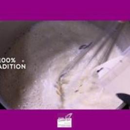 Notre BOX GLACÉE est livrable par ChronoFrozen dans toute la France. Les GLACES d'un CHAMPION DU MONDE ⭐️ et MOF Glacier 🇫🇷 CHEZ VOUS 1️⃣ La BOX DECOUVERTE Un assortiment de 4 PARFUMS de SAISON arrive chez vous pour découvrir les nouveautés en avant-première. Crème glacée VANILLE de Madagascar en gousses Crème glacée PISTACHE Sorbet POMME CIDRE Morbihannais Sorbet MANGUE Alphonso Inde et Pérou ➡️ infos sur www.alainchartier.fr Rubrique «La BOX glacée»  ou 2️⃣ Toute notre gamme à la CARTE en commande directe LIVRAISON à domicile par ChronoFrozen dans toute la France ➡️ infos sur www.alainchartier.fr Rubrique «Glaces et desserts glacés» > «Pots glacés» L'excellence des SAVEURS Bretonnes chez vous TOUTE L'ANNÉE ! 👍🏻😉🍨 . . . Vidéos @ylg_production_audiovisuelle . . . #AlainChartier  #Mof #MofGlacier #ChampionduMondelaGlace #Glace #Boxglaces #livraisonglaces #RelaisDesserts #pastrychef #IceCreamWorldChampion  #instafood #instagood #igfood #macaron  #Vannes #patisserie  #igersvannes #igers56 #foodvannes #morbihan #golfedumorbihan #miamorbihan