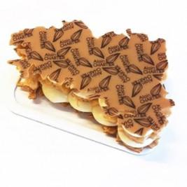 L'un de vos CHOUCHOUS en #confinement : le MILLE FEUILLE BREIZH Touch 😉 Feuilleté utltra-croustillant légèrement caramélisé, crème pâtissière à la gousse de vanille, pointe de Caramel beurre salé coulant et carte de la #Bretagne en chocolat Dulcey Retrouvez toute notre gamme de pâtisserie (commande en ligne) sur www.alainchartier.fr Rubrique Pâtisseries ℹ️ DEMAIN 8 Mai notre stand des @hallesdeslices #Vannes ouvert de 8h à 14h et notre boutique Vannes centre place des Lices de 9h à 13h. * * * * * * * * * * * * * * Toutes les infos sur la #LivraisonDomicile et toutes les solutions de notre dispositif actuel ➡️ sur la première page de notre site internet www.alainchartier.fr *zone de 20km autour de #Theix service gratuit à partir de 40€ de commande. Un outil est disponible sur notre site pour déterminer facilement si vous faites partie de la zone de livraison de 20km #AlainChartier #LivraisonPatisserie #Vannes #Mof #MofGlacier #ChampionduMondelaGlace #RelaisDesserts #patisserie #HallesdesLices #ParcLann #crouesty #Arzon #igersvannes #igers56 #foodvannes #morbihan #golfedumorbihan #miamorbihan #Theix #sarzeau